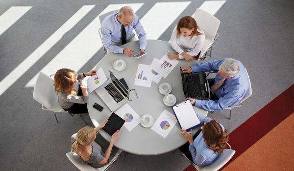 Best to meet around a rectangular or round table?